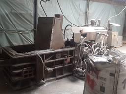 Пресс для брикетирования металлической стружки.