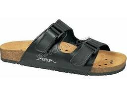 Пробковая обувь, черного цвета.
