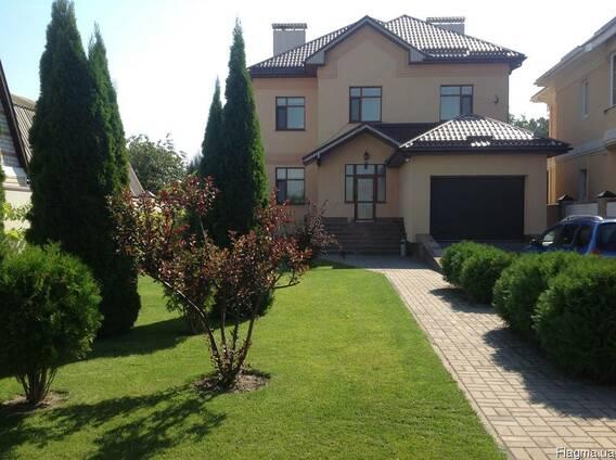 Продается большой новый дом в р-не Казбета 387кв. м. уч.11сот