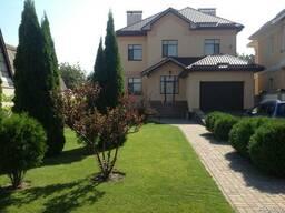 Продается большой новый дом в р-не Казбета 387кв.м. уч.11сот