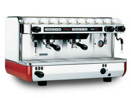 Продам 2-х постовую кофемашину La Cimbali M22 бу