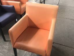 Продам б/у стильное оранжевое кресло для кафе, ресторанов, б