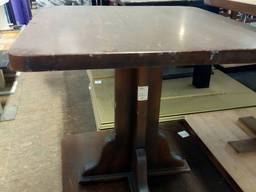 Продам бу стол из массива дерева для пивной или паба
