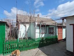 Продам дом в г. Скадовске, 200 м до моря, приват. участок 6 соток. Цена 45000 у. е. .