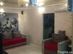 Продам двухкомнатную квартиру-люкс в Крыму (центр Феодосии).