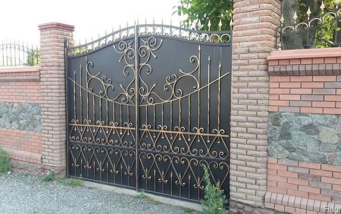 Продам кованые металлические ворота.