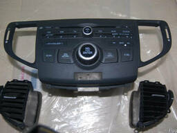 Продам магнитолу на 6 дисков Honda Accord 2008г