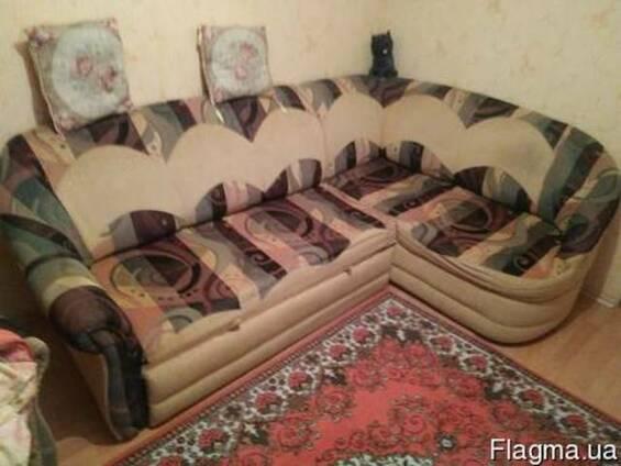 Продам угловой диван и кресло.