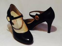 Продам женскую и мужскую обувь итальянского производства
