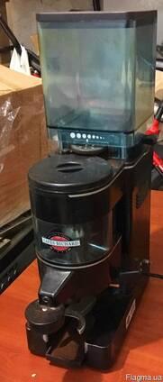 Профессиональная кофемолка Rancili