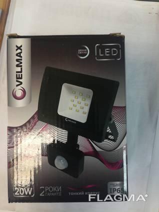 Прожектор LED с датчиком движения Velmax 20W