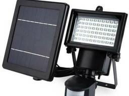 Прожектор на солнечной батарее 60 LED с датчиком, светильник