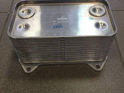 Радиатор масляный ДАФ DAF CF85, XF95. - фото 1