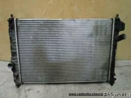 Радиатор охлаждения на Шевроле Авео Т250