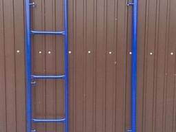 Рама с лестницей для строительных лесов рамного типа