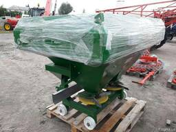 Разбрасыватель минеральных удобрений 1000 кг фирмы Landforce - фото 7