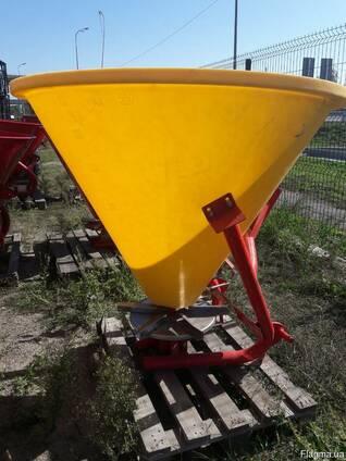 Польский разбрасыватель 500 кг (бак-пластик) фирмы Jar-Met