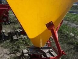Разбрасыватель минеральных удобрений на 500 кг (бак-пластик) - фото 2