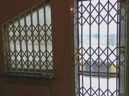 Раздвижные решетки Prof на скошенные окна