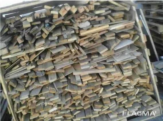 Разобранные поддоны в корзинах на дрова