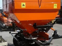 Разбрасыватель минеральных удобрений на 1000 и 3000 кг.