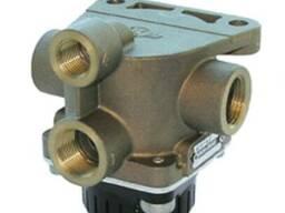 Релейный клапан (кран) ручника 1360613 relay valve, park bra