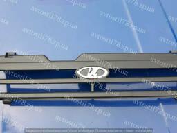 Решетка радиатора 21083, 21093 черная (пакет) Автодеталь с эмблемой
