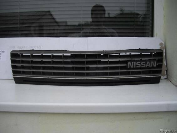 Решетка радиатора Nissan Bluebird U11