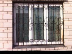 Решоткі на вікна та двері.