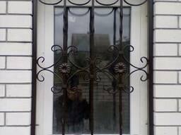 Решётки на окни и двери.