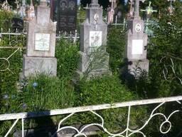 Реставрация и выравнивание старых памятников в Ровно