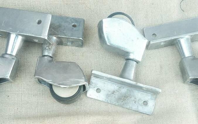 Ролики мебельные металлические