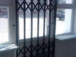 Розсувні металеві грати на двері, вікна, вітрини магазинів, балкони Ві́нниця