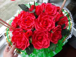Розы в корзине . Букет с конфетами