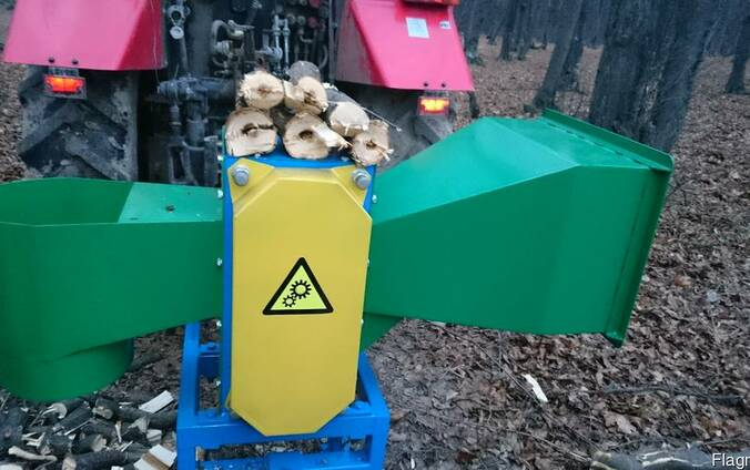 Рубильная машина (измельчитель веток) тракторная