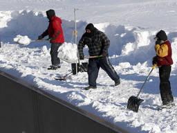 Ручная уборка снега по киеву круглосуточно
