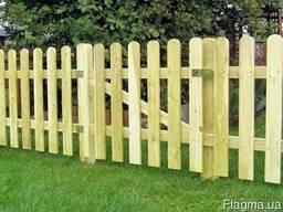 Садовый забор из полукруглого штакетника