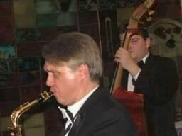 Саксофонист и ваш досуг в джазовых тонах