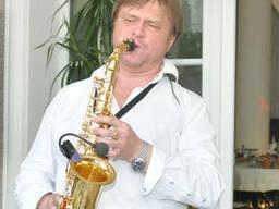 Саксофонист, Киев и Украина
