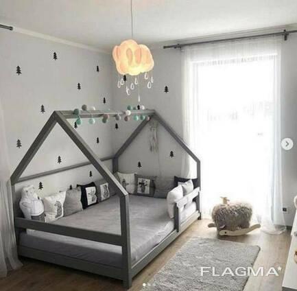Серая кроватка домик для детей из массива дерева в Украине