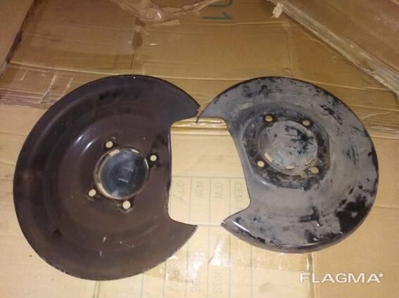 Щиток пыльник диска задний Opel Astra J 13332181 13332182