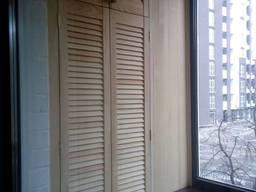 Шкаф на балкон из жалюзийных фасадов (сборка по заказу)