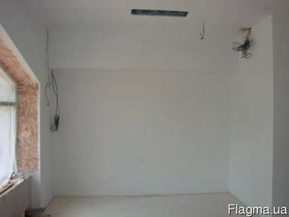 Шпаклёвка стен, покраска, поклейка обоев.