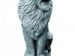 Скульптура льва, который сидит