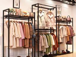 Современное торговое оборудование для магазина одежды