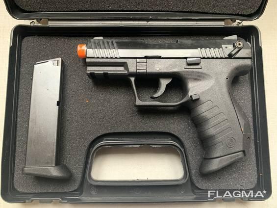 Стартовый пистолет Blow TR 34 (Carrera RS 34) с запасным магазином.