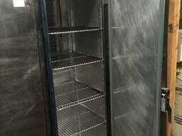 Статический холодильный шкаф бу для кафе