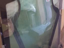 Стекло двери jcb3cx , jcb4cx гнутое с отверствием