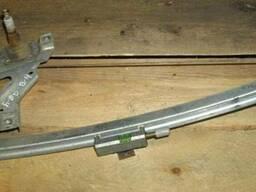 Стеклоподъемник задний правый (механический) Audi80 B