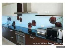 Стеклянные кухонные фартуки Skinali